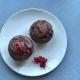 Schokoladige, vegane Muffins mit Johannisbeeren