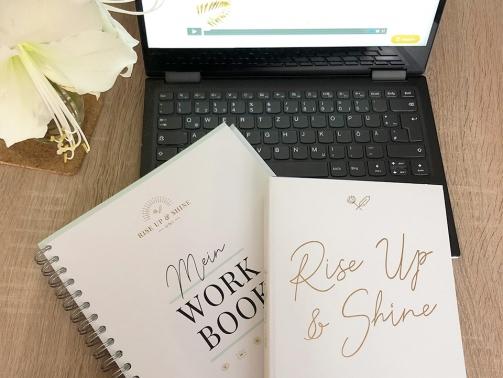 Ich starte das neue Jahr mit der Rise up & shine Uni, dem Coaching Programm von Laura Seiler