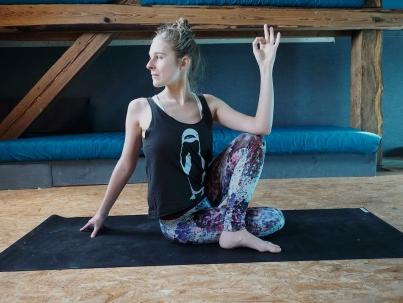 Gut gekleidet zur Yogapraxis - das müssen deine Klamotten können.